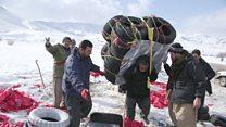 المهربون هم أبناء البلدات والقرى الكردية الحدودية.