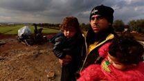 Без денег, транспорта и выбора: что происходит с беженцами на границе с Турцией