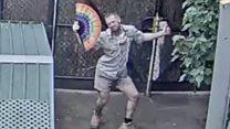 「軽快に踊る飼育員」が大人気 豪メルボルン動物園のライブストリーミング