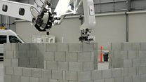 Click News: Robot breaks own bricklaying record