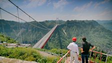 Justin meets engineer Ouyang Gang at the Aizhai Bridge, a major engineering achievement spanning a mile across the valley.