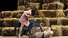 L'ELISIR D'AMORE: ALEKSANDRA KURZAK AS ADINA, ROBERTO ALAGNA AS NEMORINO