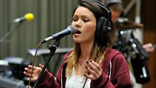 Sinead Harnett performs with Disclosure