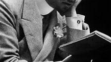 Gabriele d'Annunzio reading