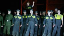 Benedict Nelson as Billy Budd and the Chorus of English National Opera