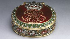 Queen Mary II's patch box, made of enamelled gold and set with diamonds, c.1694
