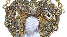 Heart-shaped cameo pendant depicting Mary Queen of Scots