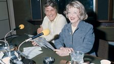 Bette Davis with presenter Peter Murray at the BBC in 1975