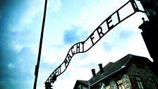 Am prìomh gheata aig Auschwitz-Birkenau
