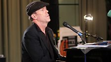 Hugh Laurie singing the Blues