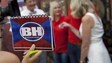 The famous Bargain Hunt logo!