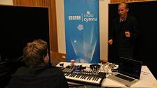 Y Byd O'r Bae: Sesiwn Ifan Dafydd a Lo Griyo