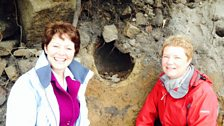 Helen and archaeologist Catherine Sawyer, with a 3000 year old bronze age urn