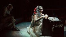 Leigh Melrose as Vicomte de Valmont, Kirstin Chavez as Marquise de Merteuil