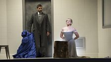 Jeremy Carpenter as Guglielmo Cecil and Joyce DiDonato as Maria Stuarda