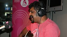 Raghu Dixit performs for Noreen.