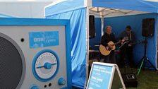 Oriel John ac Alun hefo Radio Fawr Radio Cymru yn Sioe Môn