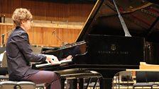 Pavel Kolesnikov rehearses Rachmaninov's Third Piano Concerto