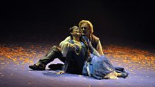 Sélika (Veronica Simeoni) and da Gama (Gregory Kunde) share a brief moment before he returns to his love Inès