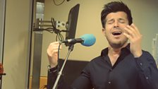 Vincent Niclo performs live