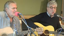 10cc's Graham Gouldman and Rick Fenn perform live!