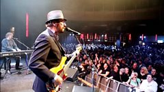 Chas & Dave take to the stage to perform 'Rabbit' live