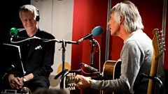Video: Paul Weller plays Town Called Malice