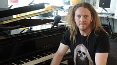 Tim Minchin plays Elton John's piano for 2Day
