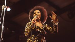 Roberta Flack is inducted into the Singers Hall of Fame