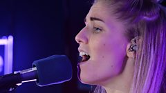 """I've learnt something today"" - London Grammar's Hannah takes singing lessons from Scott"