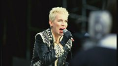 Annie Lennox is inducted into the Singers Hall of Fame