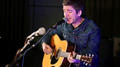 Noel Gallagher sings Everybody's on the Run