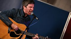 Noel Gallagher sings AKA... What a Life!