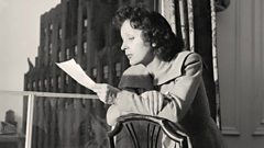 Édith Piaf enters the Singers Hall of Fame
