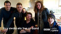 Yws Gwynedd a'r band yn recordio albwm #2