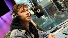 'It was probably the scariest thing I've ever had to do' Troye Sivan talks to Scott Mills about coming out