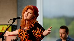 Eddi Reader - Pray The Devil Back To Hell (The Quay Sessions)