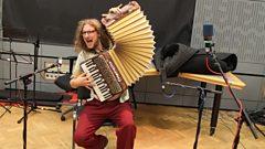 Don Kipper Duo perform a rowdy Romanian Zhok and a banging Bulgarian bulga live on In Tune