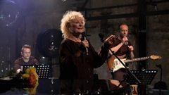Petula Clark performs 'Downtown'
