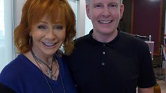 Patrick Kielty chats to Reba McEntire at the 50th CMA Awards