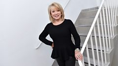 What does superstar Elaine Paige do when she forgets her lines?