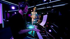 Glass Animals - Life Itself (Radio 1 Piano Session)