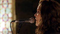 Mairi MacInnes & band - Na Gillean Nach Maireann