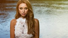Why did The Saturdays star Una Healy revert to using her maiden name?