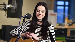 Watch Amy Macdonald perform Listen To The Music by the Doobie Brothers