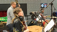 Lisa Knapp sings an enchanting ballad live on In Tune