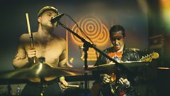 """There's a hunger for aggression and anger"" - Slaves catch up with Steve Lamacq at SXSW"