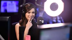 Can Hailee Steinfeld beat an app at naming songs?