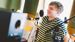 """""""I found a bedroom on the internet"""" - George Ezra explains why he lived with strangers in Barcelona for a month"""