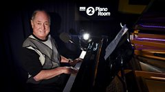 Neil Sedaka performs Solitaire